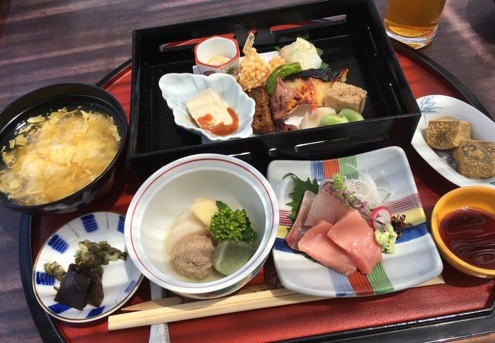 「華御膳」(ランチのみ)は、彩り豊かな旬の食材や鮮魚など京の味をたっぷり堪能できます。