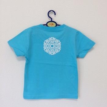 Tシャツに背守りをつけるのは、手軽ですぐに取り入れられそうですね。このタイプは、いろいろなカラーがあり、男の子にも女の子にも合います。
