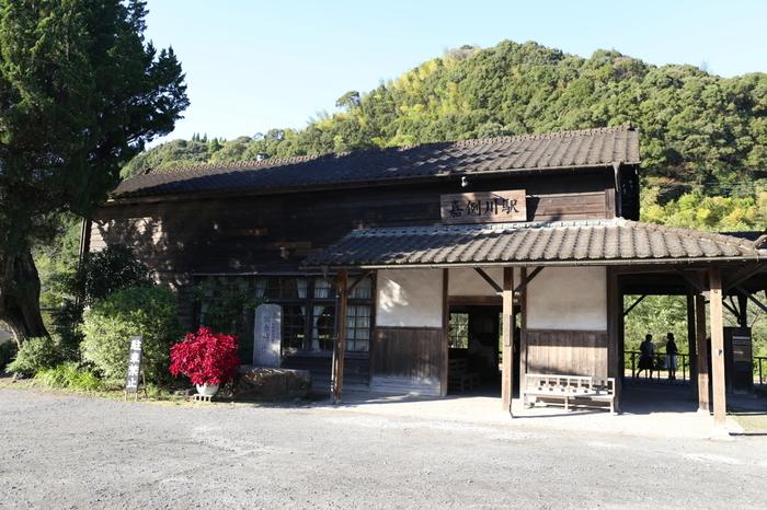 木造の駅舎は、登録文化財に指定されており、1903年の駅開業当初のものが今も大切に使用され続けています。