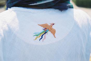 こちらは、鳳凰でしょうか。鳳凰も縁起のいい鳥とされ、平等院鳳凰堂など歴史的な建造物や紙幣などにもその意匠が使われていますね。