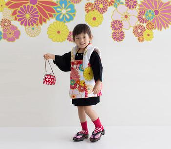 新しいスタイルの七五三衣装ですが、子供の無事を背守りに託す、そんな親の愛情はどの時代も同じですね。