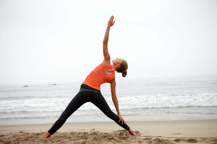 少しの時間のヨガやエクササイズでも、毎日続けるとそれが筋肉となり、自信にもつながります。コアが安定すれば、普段の姿勢もどれが正しいのか感覚的にわかってきます。
