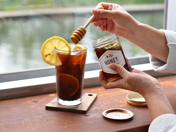 コーヒーのアレンジを楽しむなら「IFNi ROASTING & CO.(イフニ ロースティングアンドコー)|はちみつ」がおすすめ。こちらのはちみつは、コーヒーの花から採取したもの。はちみつの優しい甘さのコーヒーで朝からリラックスしませんか?