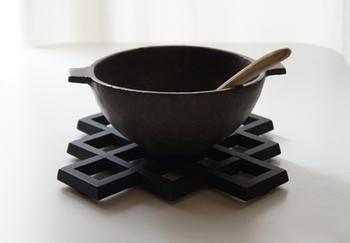 耐火性がある信楽の土と釉薬の特徴を活かし、窯変の器や耐火の器なども制作しています。