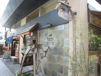 鎌倉の小町通り、カレー専門店のオクシロモンや指輪が作れるgramと同じスペース内にあるカジュアルイタリアン「Rans」。