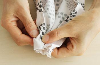 綺麗に作るポイントは、ゴムと縫い合わせる前にきっちり真ん中に向けてギャザーを作ることだそう。真ん中にチャコペン等で印をつけておくと、わかり易くて◎。