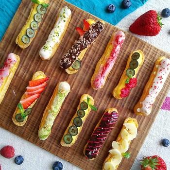 チョコやフルーツでデコレーションすれば、パティシエさながらのこんな素敵な仕上がりにも!