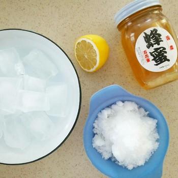 その他に氷や砂糖、牛乳、ヨーグルトフラペチーノはハチミツやレモンでさっぱりとした甘味に。
