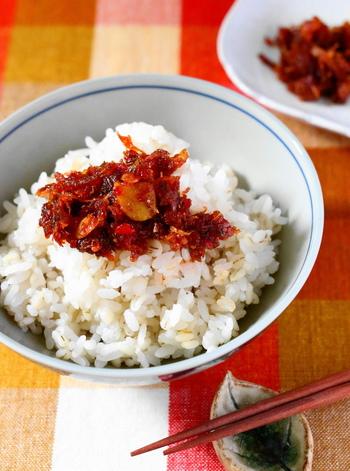 こちらは、身近な香味野菜をたっぷり使った食べるラー油のレシピ。白いごはんにもよく合います。