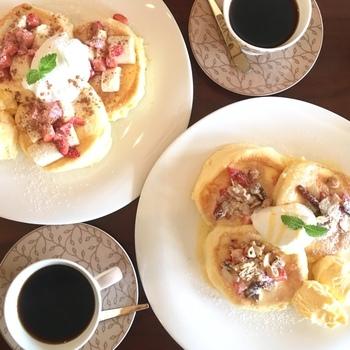 自家焙煎した豆を丁寧に落としたコーヒーは、自慢の味。パンケーキと一緒にぜひお召し上がりください。
