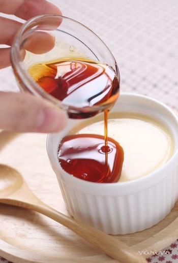 香ばしい香りとほろ苦さのカラメルソースは、グラニュー糖と水だけで作れます。自分で作れば好きなだけ、たっぷりかけられちゃいますよね♪
