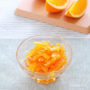 ジャムやマーマレードは、言うなれば「甘味系の手作り調味料」。オレンジにバニラを加えることで、香りに甘い優しさをプラス。自分好みの素材の組み合わせや甘味の配合で作れるのがいいですね。
