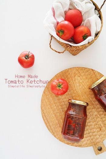 完熟トマトをたっぷり使ったトマトケチャップの仕込みは今年が2回目。出来上がりの味をみながら、年ごとにレシピをブラッシュアップし、自分好みの美味しさを追求できるのも、自家製調味料の醍醐味です。