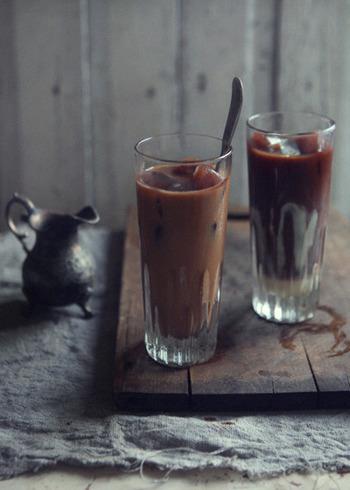 【コーヒー氷のアイスコーヒー】 コーヒー氷にコーヒーをそそぎ、ダブルで楽しむアイスコーヒーです。
