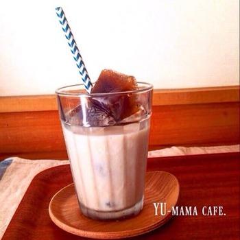 【薄まらないカフェオレ】 氷コーヒーにミルクを注いで作る、氷で薄まらないカフェオレです。