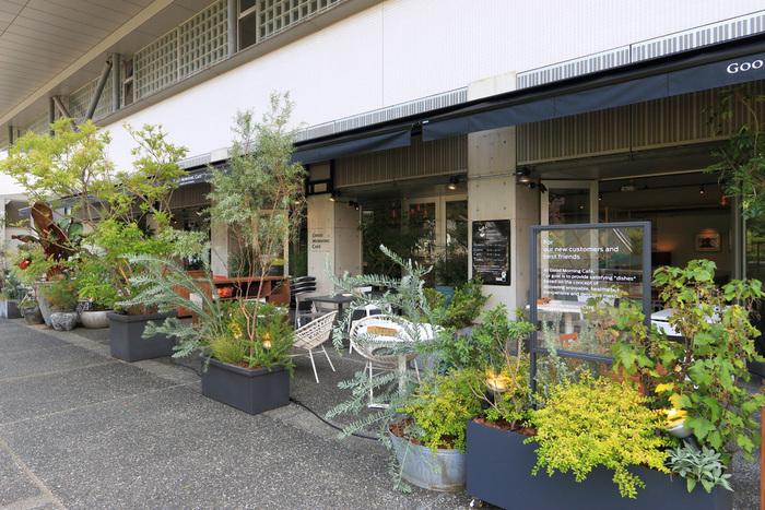こちらの「グッドモーニングカフェ」は2015年6月に移転しニューオープン。太陽の光がたっぷり入る明るい店内は、居心地がよく、ついつい長居してしまいそう。