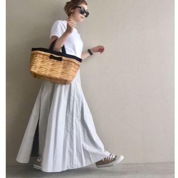 「town mini tote fake basket black」。ハンドル、リボン、パイピングの色は、ブラックの他に、ミルクやカーキがあります。