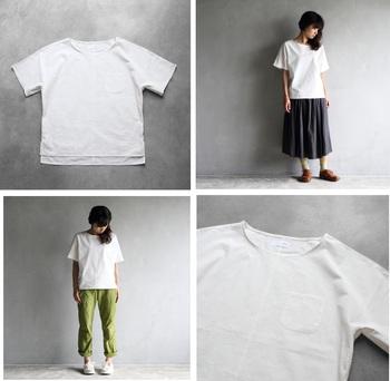 「シームレス半袖オーガニックコットンカットソー」(レディス)。オーガニックコットンの細い糸を高密度で織り上げて、さらりとした着心地に。