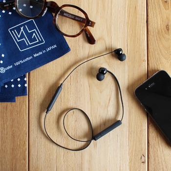 Sudio(スーディオ)はスウェーデン・ストックホルム発のオーディオ機器メーカー。 シンプルな北欧デザインとスタジオクオリティのサウンド力を兼ね備えたイヤホンは、大切な方への贈り物にもおすすめです。 軽さとスタミナを兼ね備え、いつでもどこでも、もっと自由に音楽が楽しめます。 また、スマートフォンと接続すれば、通話も音楽もこれひとつで操作可能!(iPhone7対応)