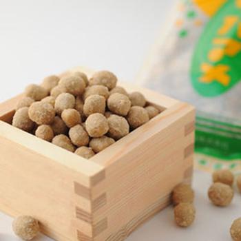 そば粉、卵、蜂蜜、ごま、小麦粉などから作られている「ソバマメ(そばこ豆)」。グリーンの金太郎さんのパッケージが、素朴で涼しげ。