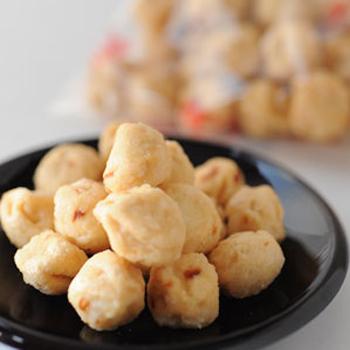 同じく中にピーナッツが入っており、食感を楽しめますが、こちらの「蜂蜜豆」は名前通りに蜂蜜の素朴でやさしい甘さがほどよく、おやつに最適です。