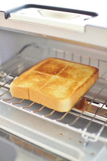 トースト、チーズトースト、フランスパンなど5つのモードがあり、外はサクッ、中はモチッとした食感のまさに理想的なトーストを誰でも簡単に焼くことができます。毎朝パンを焼くのが楽しみになる、そんなトースターです。
