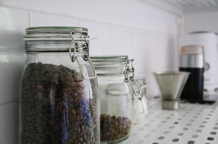 そして、お気に入りの豆や茶葉を準備しましょう。水出しであれば、難しい知識もいらず気軽に作れるので、色々な味や香りに挑戦できるかもしれませんね♪