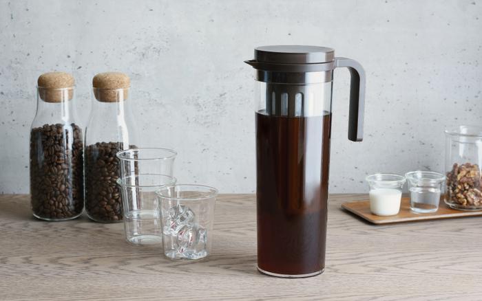 水出しで作るコーヒーや紅茶は、高温で作るものよりもあっさりしていますが、いつでも手軽に作れて身体にも優しいのが嬉しいところ。暑い夏は、ぜひキーンと冷たい水出しドリンクで涼んでみてはいかがですか?
