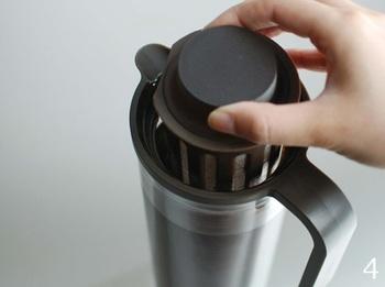 あとは容器に豆や茶葉を入れ、水を入れて冷蔵庫で約半日待つだけ。キーンと冷えた美味しいコーヒーやアイスティーが待っています♪