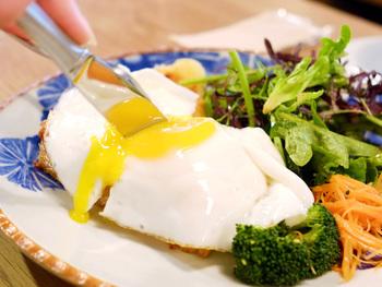 7時から利用できるモーニングは複数用意されており、トーストセットやクロックマダム、おにぎりや魚定食なども選ぶことができます。