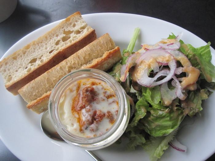 モーニングメニューは、好きなパンや主菜、トッピング、ドリンクを組み合わせることができます。