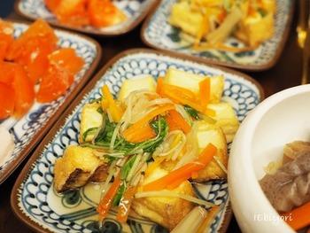 お刺身などについてくる生姜で野菜あんかけを作って厚揚げにかけるのもおいしそう♪レンジで簡単にできるのがうれしいですね。
