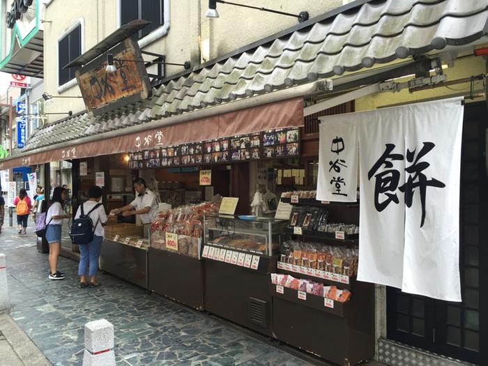 高速の餅つきで有名な「中谷堂」は、つきたてのお餅が人気の和菓子店です。