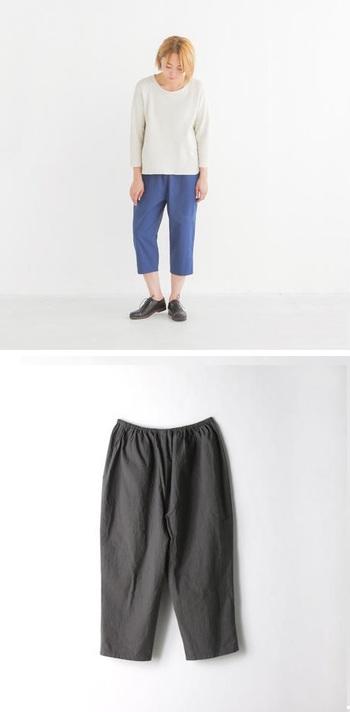 「綿ワッシャー7分丈パンツ」。ワッシャー加工が休日のくだけたオシャレ感を演出。ナチュラル/ブルー/ブラックの3色。