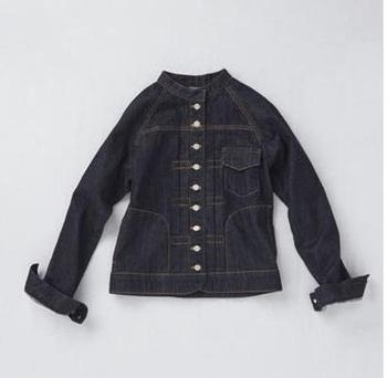 ゆるやかなラグラン袖、ステッチワークがかわいいスタンドカラーのデニムジャケットは、si-si-si comfortの定番アイテム。