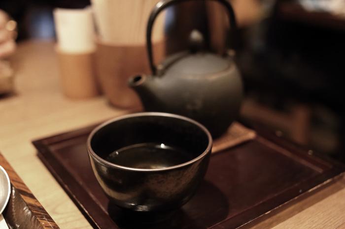 香ばしくて濃厚なほうじ茶は、実は紅茶や抹茶に負けないくらいさまざまなお菓子作りに使えます。また茶粥に代表されるように、昔からお米とも相性の良いお茶として親しまれてきました。美味しいほうじ茶が手に入ったら、飲んで楽しむのはもちろん、たまには違う味わい方も試してませんか?