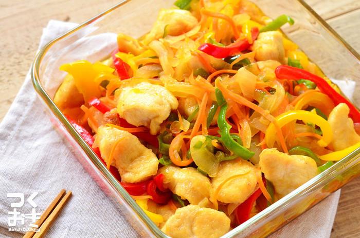 温かいままでも、冷めても美味しい☆さっぱりした味わいの鶏ささみの南蛮レシピ。お野菜もたくさん入っていますので、食べ応えも十分!お酢を使うことで、疲れた夏にも食欲がすすみそう。