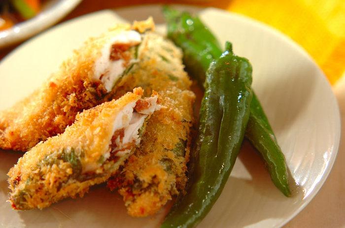 クセがない鶏ささみは、フライとの相性もぴったり♪お弁当のおかずとしても重宝しそうな「ささ身の梅風味フライ」。梅の酸味が程よく、上品な味わいに仕上がっています。大葉の香りも食欲をそそりますね☆