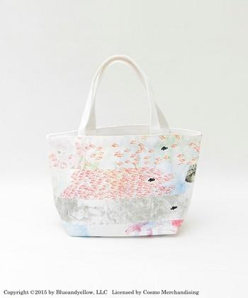 スイミーのバッグも素敵。作中と同じく、スイミーがグラフィックのアクセントになっていますね。
