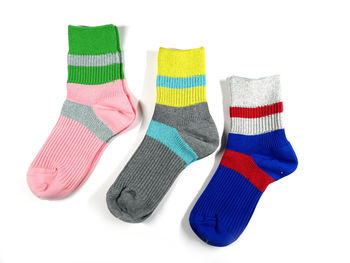 """コンセプトは""""時代の空気感とクラフトマンシップを共存させ、常に新しい編み表現を探求する""""。東京とロンドンの2カ所に拠点を持つ「Ayamé(アヤメ)」ブランドの靴下も取り扱っています。"""