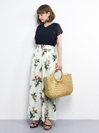 夏ならゴールドの「かごバッグ」も素敵♪カジュアルスタイルにも、ちょっぴりきれいめスタイルにも幅広く活躍してくれそうです。