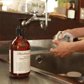 オシャレなデザインの洗剤は、毎日の食器洗いの時間も楽しくなりそうですね。