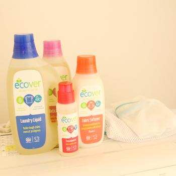 人や植物、環境に与える悪影響を最小限に抑えるために作られてたエコベールは、国連にも認められているんです。 優しいハーブの香りで繊維の風合いや色を保って洗い上げるエコベールの洗濯洗剤は、ウールやシルク、赤ちゃんの肌着洗いなど、デリケートな衣類にぴったりです。