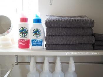 ◆自然派洗剤のサラヤ。  台所用洗剤だけでなく、サラヤには洗濯用洗剤もあるんです。 つけおき洗いすることで、汚れや菌も除去してくれる、無香料・無着色の洗剤、柔軟剤です。 無香料の柔軟剤ってなかなかないのでうれしいですね。