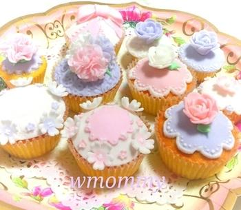 アイシングがかわいいカップケーキ。 見ているだけでも楽しくなりますね。