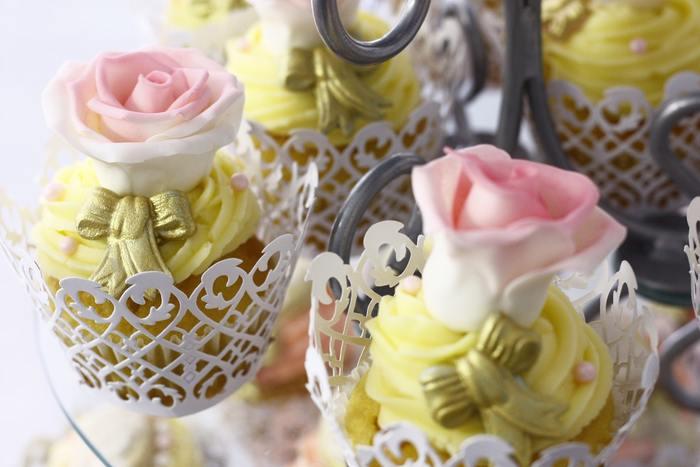 かわいらしいバラのデコレーション。女のコなら誰でも好きなモチーフと色合わせ。食べるのがもったいないです。
