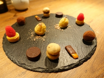 デザートとしていただける「ピッコラ パスティッチェリア」のチョコレート。見た目の可愛さに気持ちも上がりますね。お料理だけでなく、デザートも充実しています。