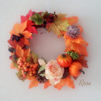 秋の味覚を入れて、実り豊かな秋のリースに。