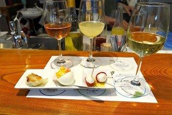 醸造期間以外の土日は「昼呑み」をやっていて、おつまみつきのワインのテイスティングも。一度に3種類ものワインが楽しめるなんて!