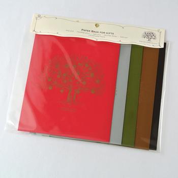 赤・グレー・緑・茶色・黒の上品なカラーセットは、贈る人にあわせて選びたいですね。
